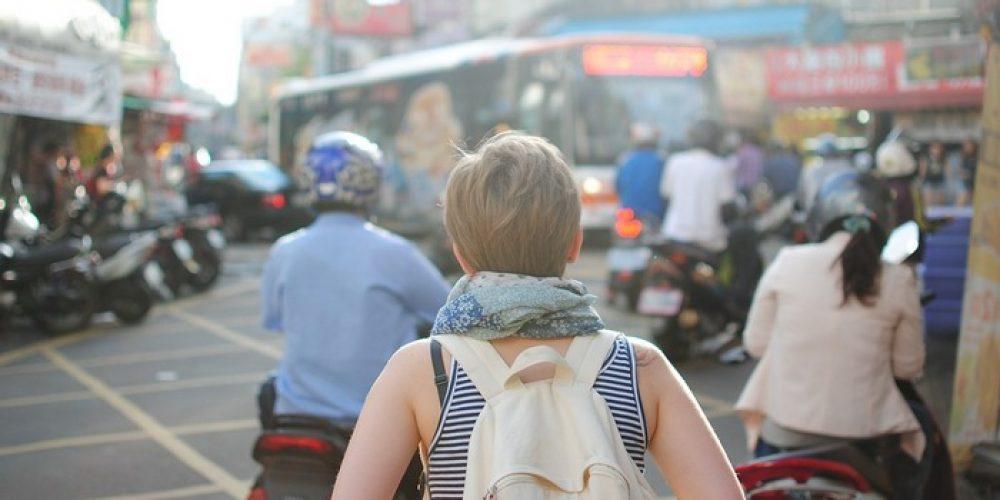 Ragazzi che viaggiano e lavorano all'estero